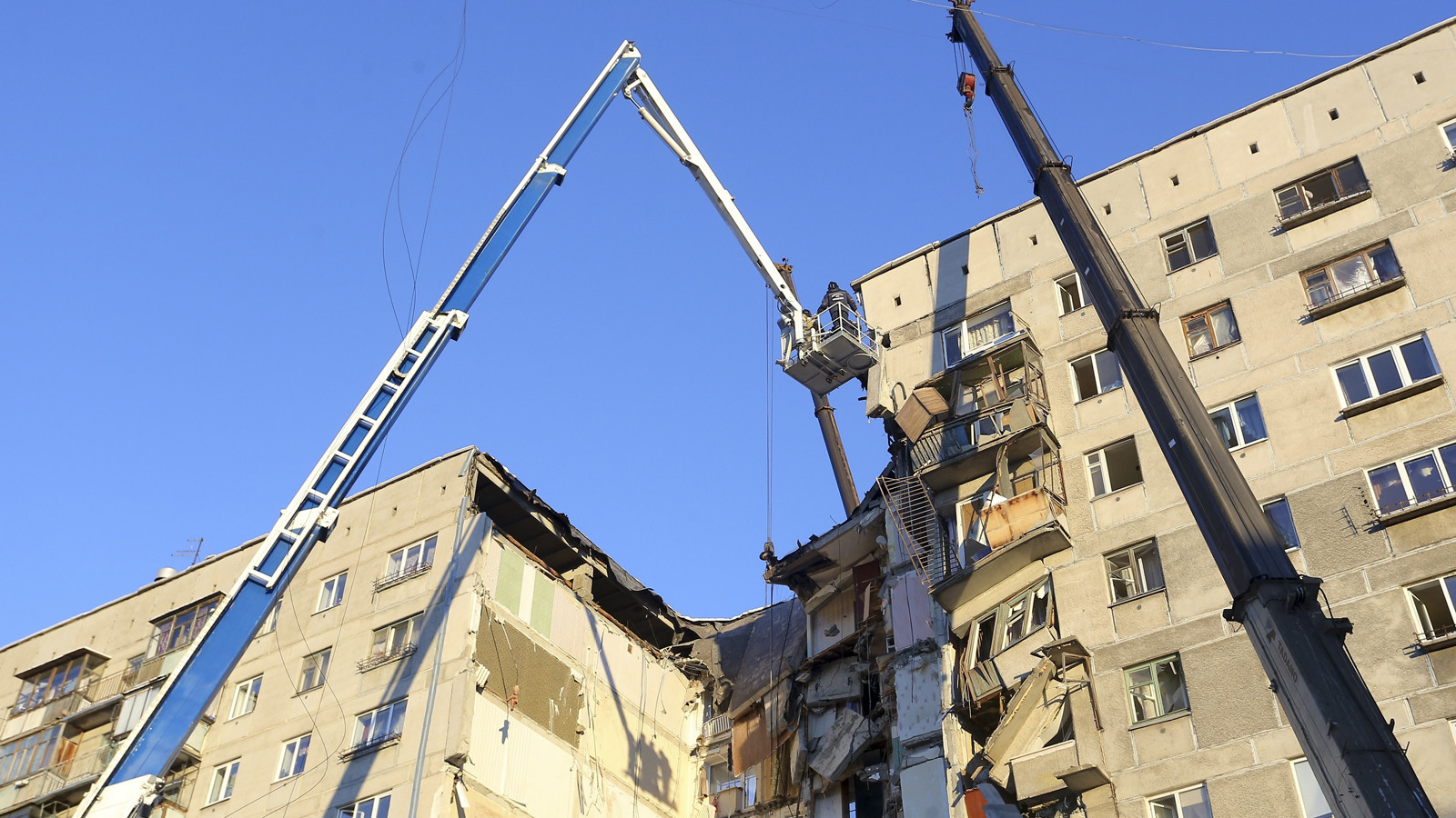 Death toll rises to 21 in Russia apartment collapse