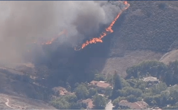 Firefighters are Battling Brush Fire in Thousand Oaks That's Threatening Homes – NBC Los Angeles
