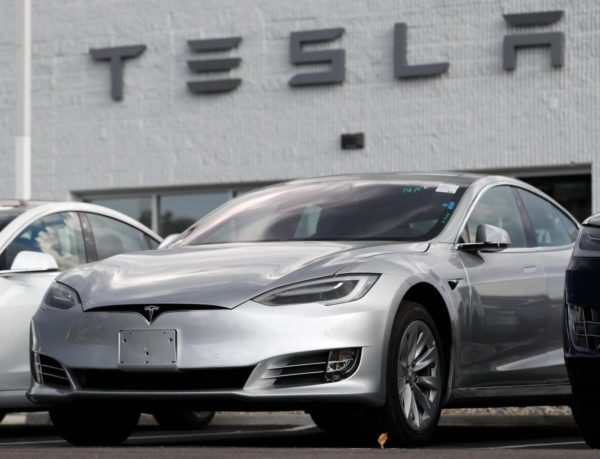 Crash victim had posted videos riding in Tesla on Autopilot – Daily News