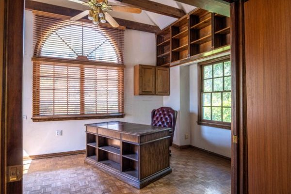 Studio City home of late sci-fi author Jerry Pournelle seeks $1.8 million – Daily News