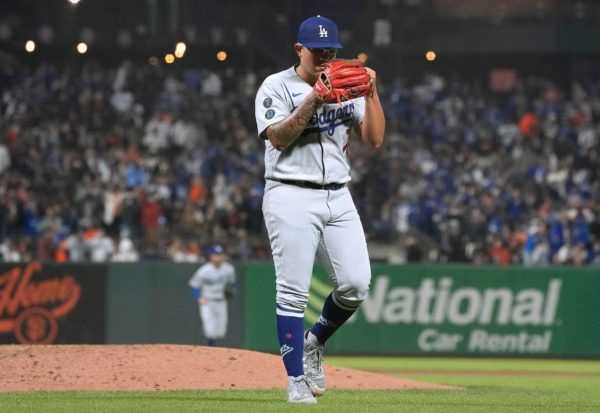 Dodgers Beat Giants 6-1, Move Back Into First Place Tie in NL West – NBC Los Angeles