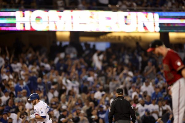 Julio Urías Earns MLB-Leading 18th Win, Dodgers Beat D-backs 5-3 – NBC Los Angeles