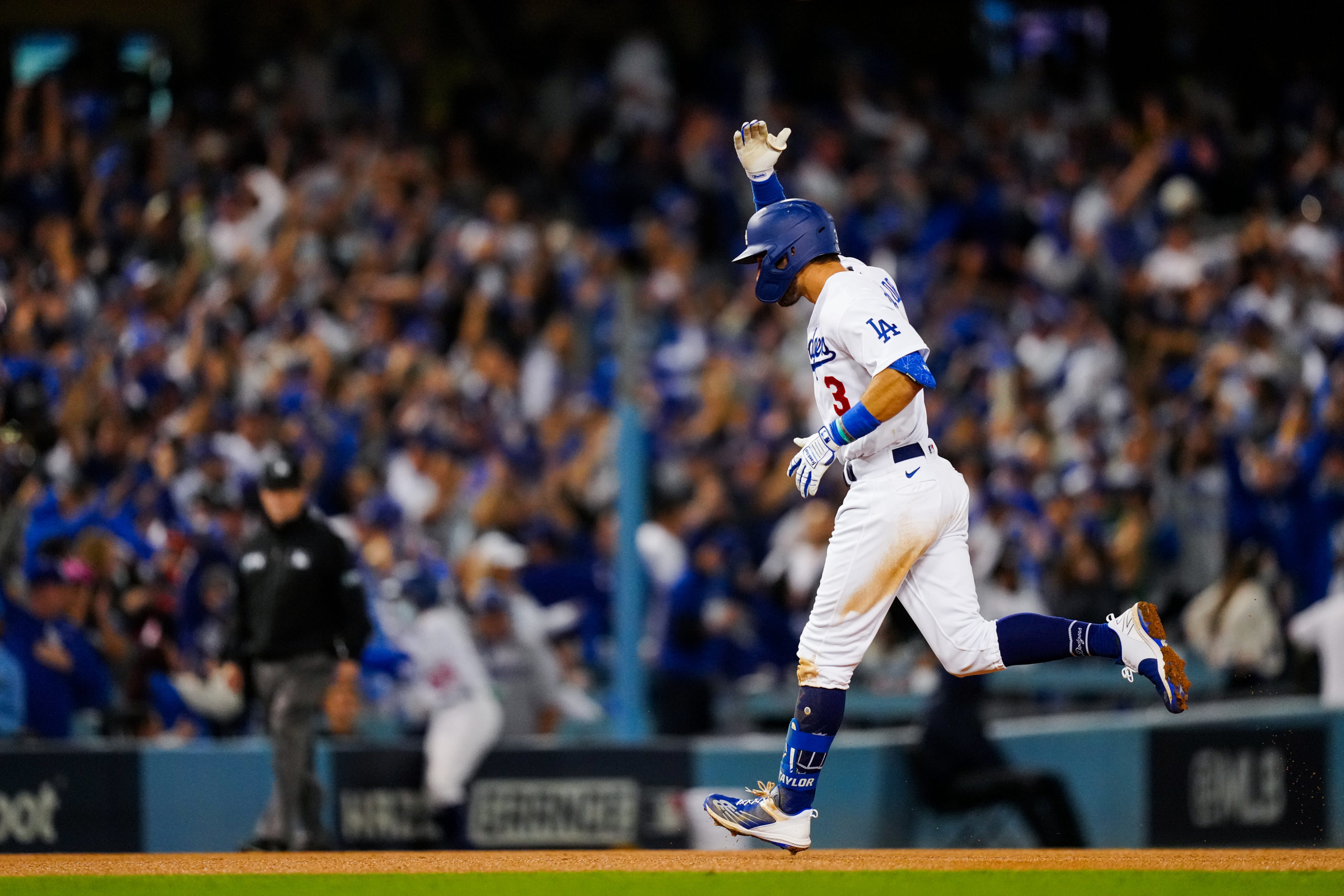 Chris Taylor's Three Homers Help Dodgers Avoid Elimination, Blowout Braves 11-2 in Game 5 of NLCS – NBC Los Angeles